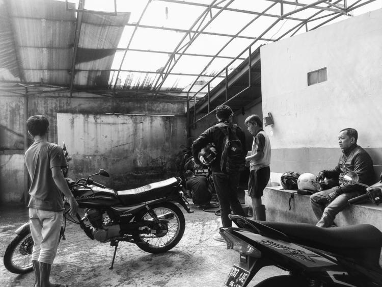 Busy morning motorcycle washing - ikhlasulamal | ello