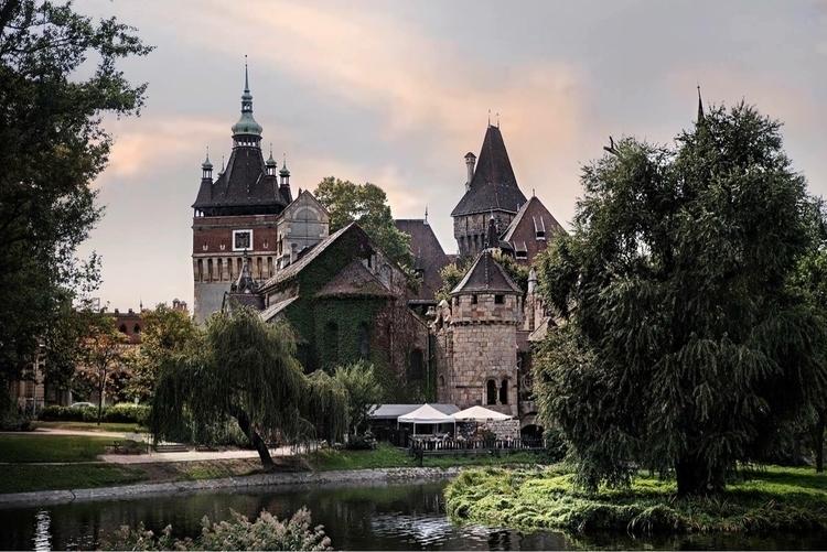 Budapest!! Beautiful city chanc - brittanymcanally | ello