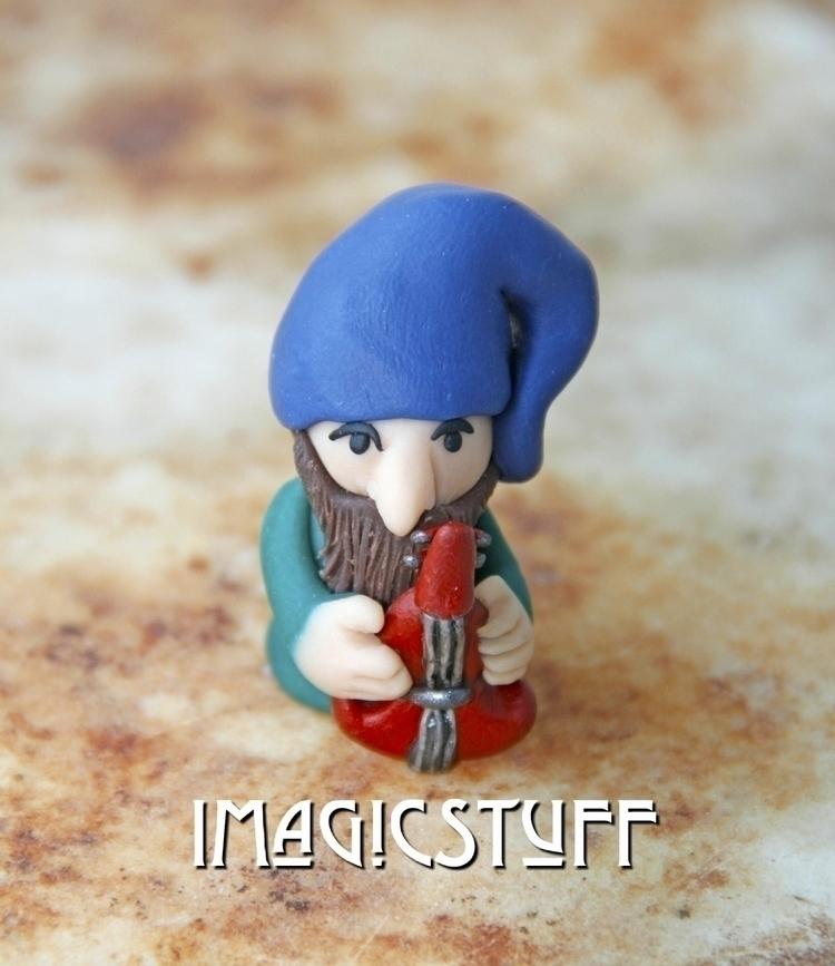 Gremur gnome musician.:violin - gnomes - i_magicstuff | ello