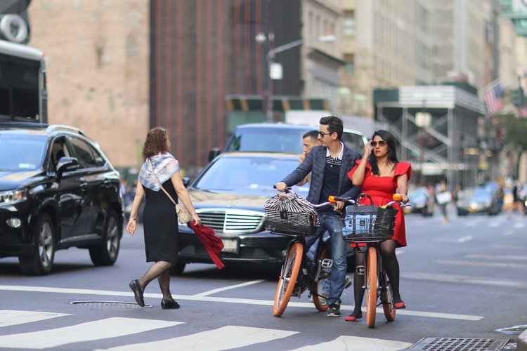 couple rental bikes 5th Avenue - kevinrubin | ello