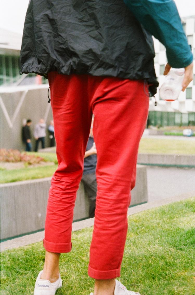 Le rouge Dublin, pleats falling - kiwiss   ello