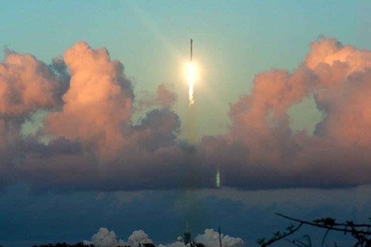 SpaceX launched Falcon9 rocket  - rachelaine | ello