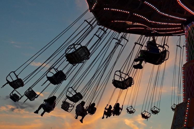 Swings thrill ride Ohio State F - chetkresiak | ello