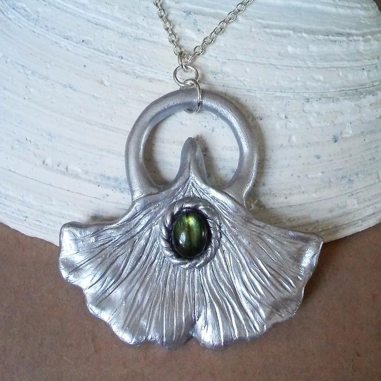 Handmade silver gingko leaf gre - thegarnetmaiden | ello