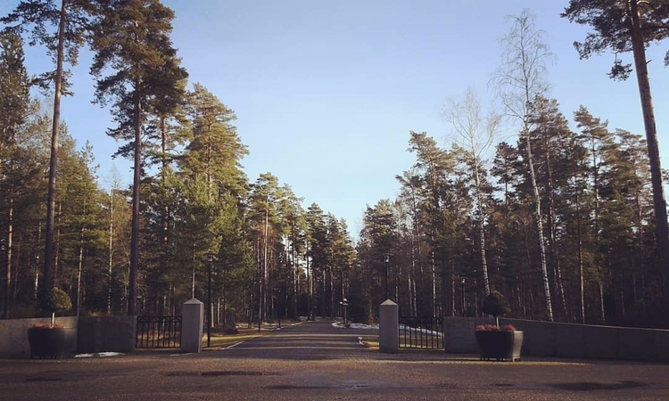 nordväst är en ny entré från 20 - skogskyrkogardar | ello