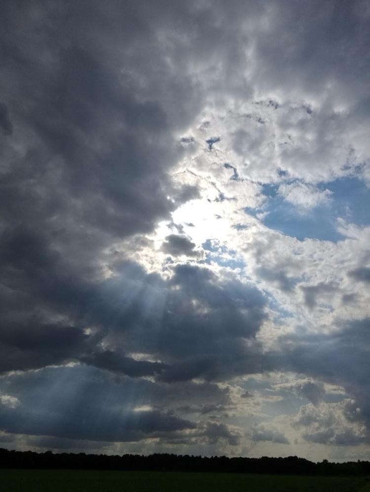 Crepuscular rays - francesco64 | ello