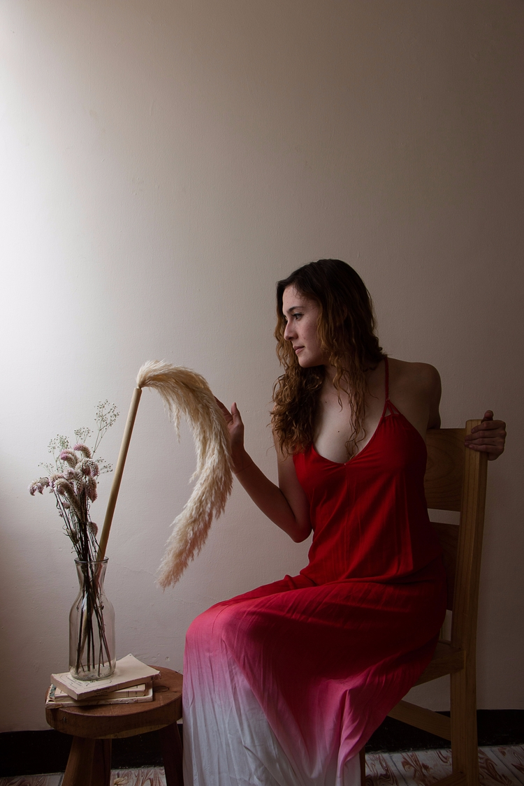 Red stillness - portrait, woman - yiramos | ello