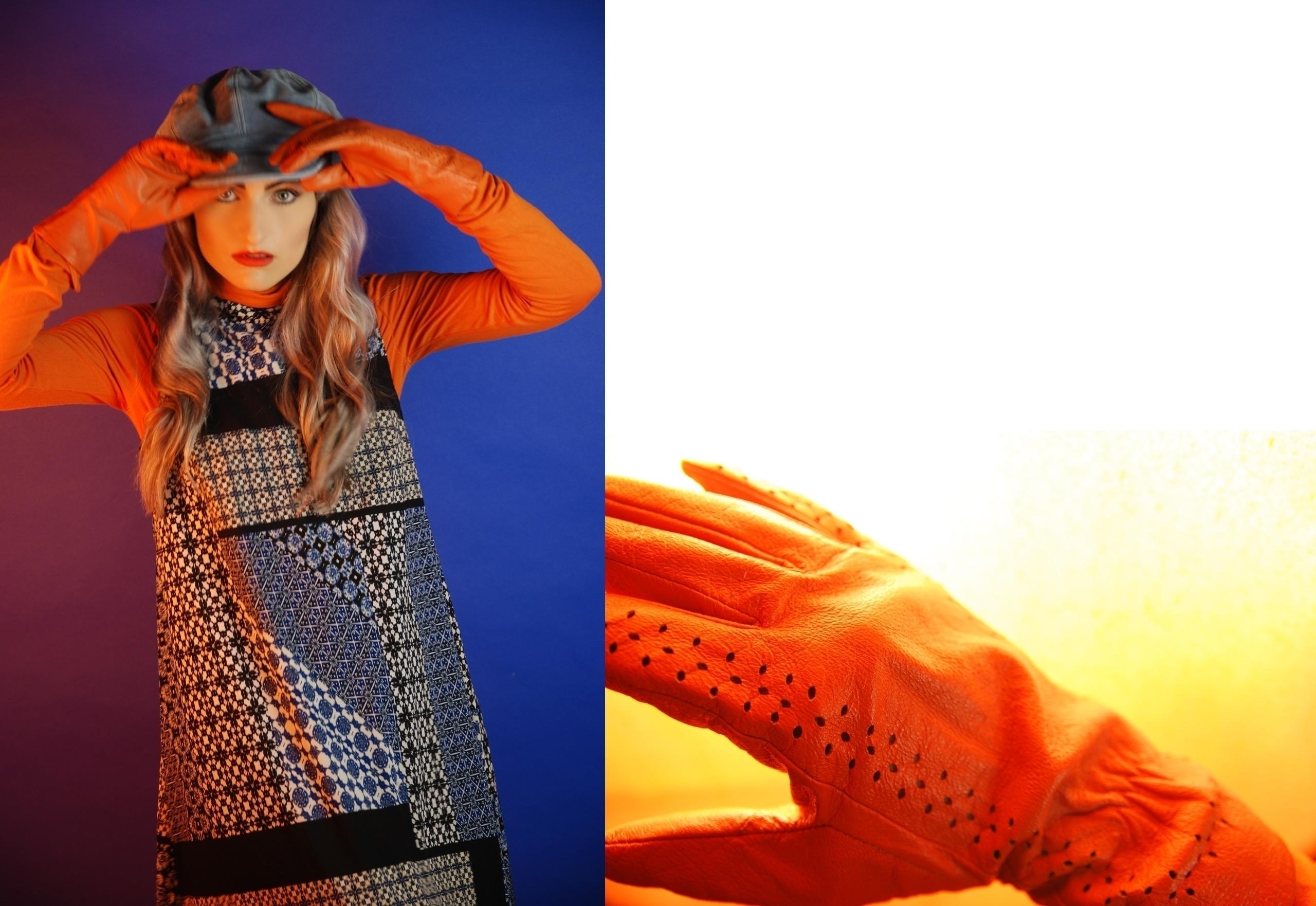 Obraz przedstawia dwa zdjęcia, z lewej strony widzimy młodą kobietę, która wykonuje gest trzymania za czapkę. Kobieta ma na sobie sukienkę we wzory, pomarańczowy golf, rękawiczki, niebieski beret. Z prawej strony widzimy zdjęcie pomarańczowej rękawiczki.