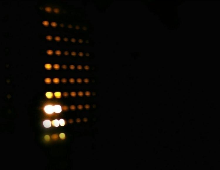 Luce rossa dalle fessure di una - alaska00 | ello