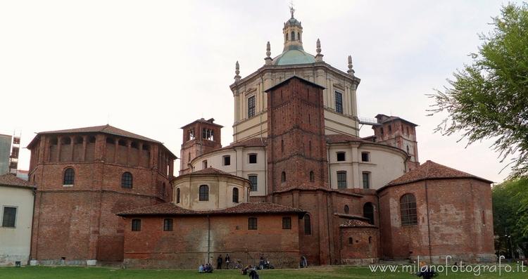 Milan (Italy): side complex Bas - milanofotografo | ello