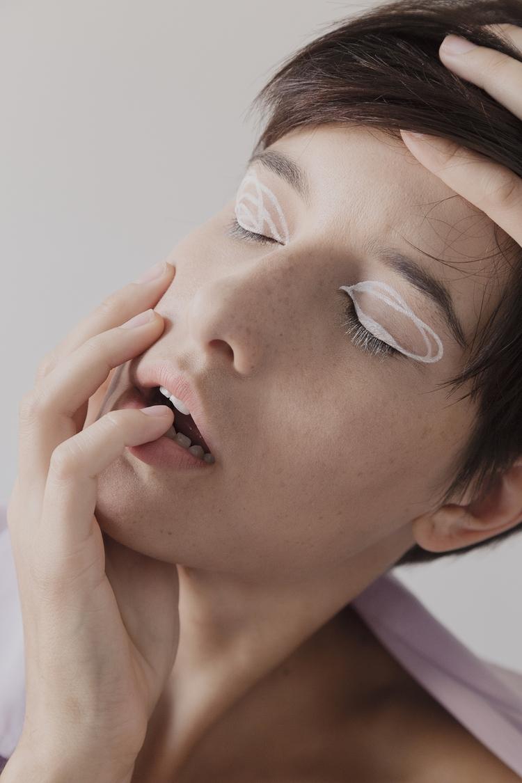 Lines Blanc Magazine Simone Chi - simonechiappinelli   ello