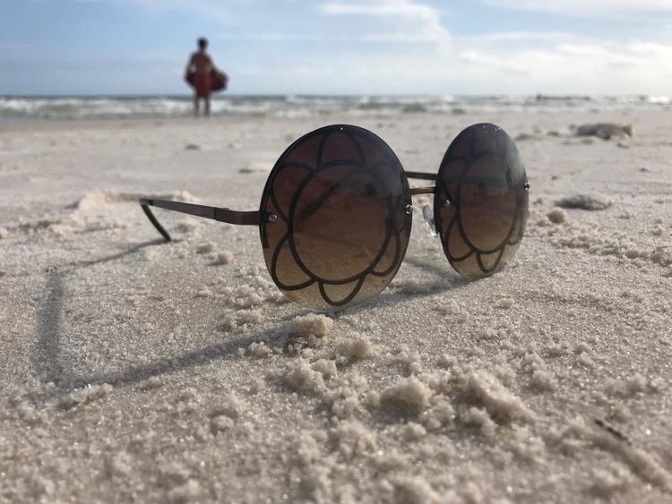 distance eyes sun - beach, sand - itsacaseything | ello