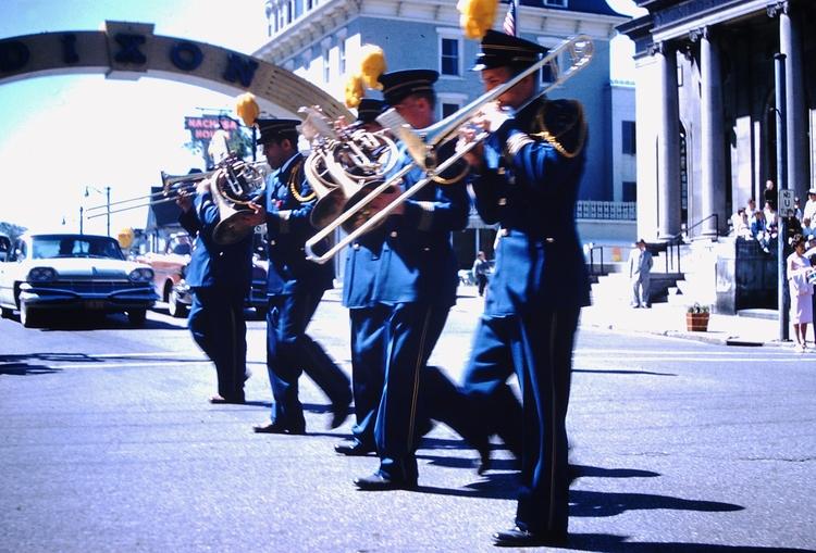 Photo - Dixon, Illinois Parade - marksusina | ello