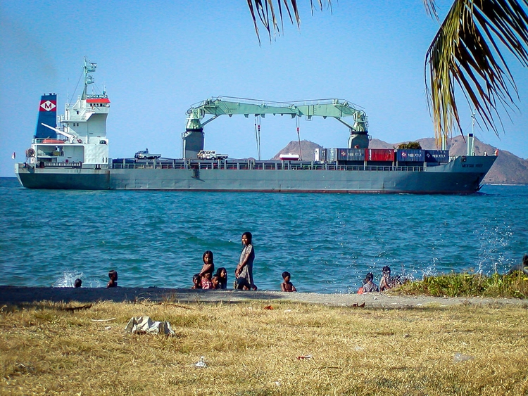 East Timor | Dili 2003 luka bal - baljkasphoto | ello