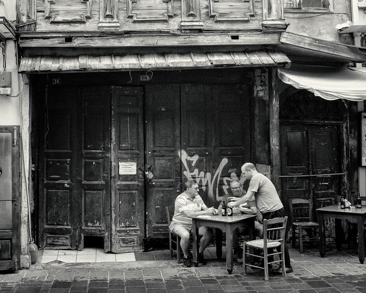 Street bar - Crete, Kriti, stranger - toni_ertl | ello