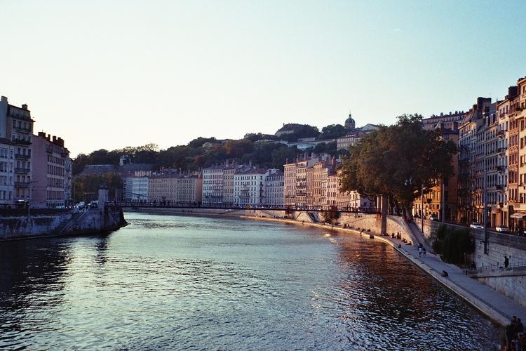 Quais de Saône - chloe_triaire | ello