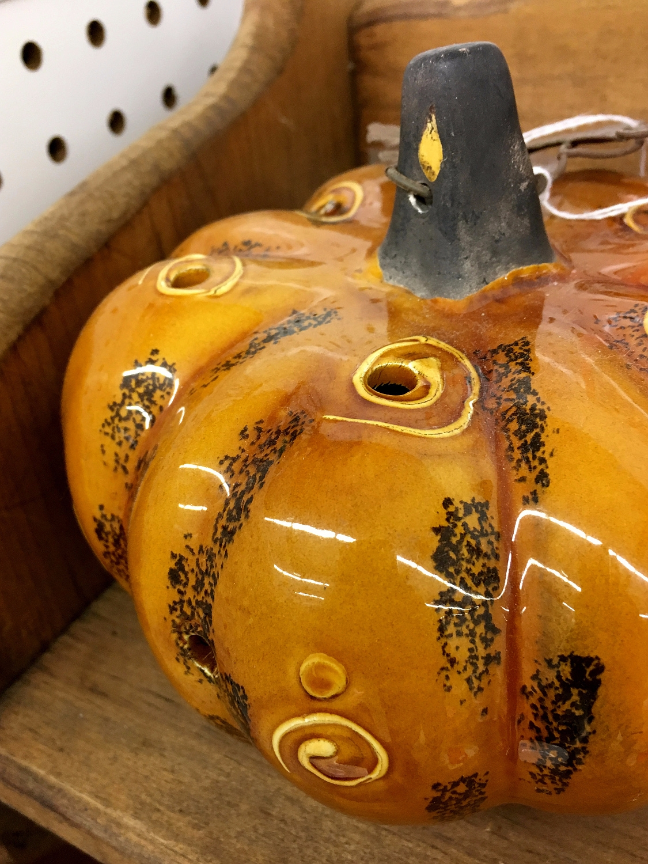 **1083**. ceramic pumpkin spira - moosedixon   ello