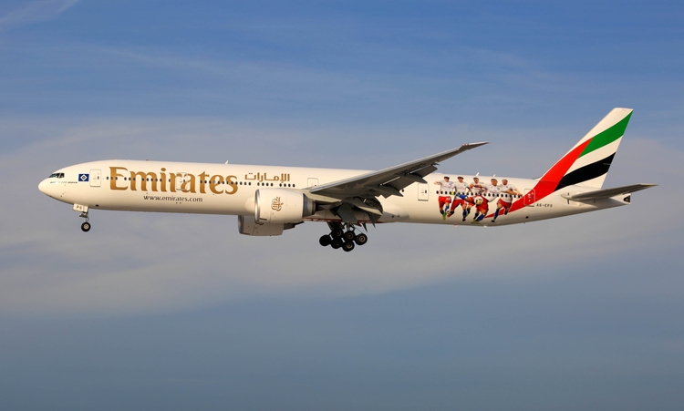 Hamburg Airport - Emirates 777  - mathiasdueber   ello