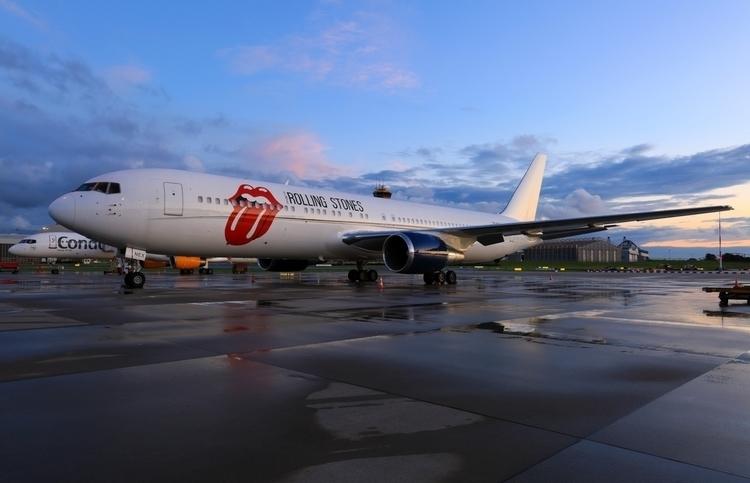 Hamburg Airport - Rolling Stone - mathiasdueber | ello