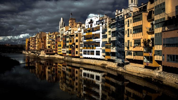 Girona - girona, catalunya, españa - joanvillalon | ello