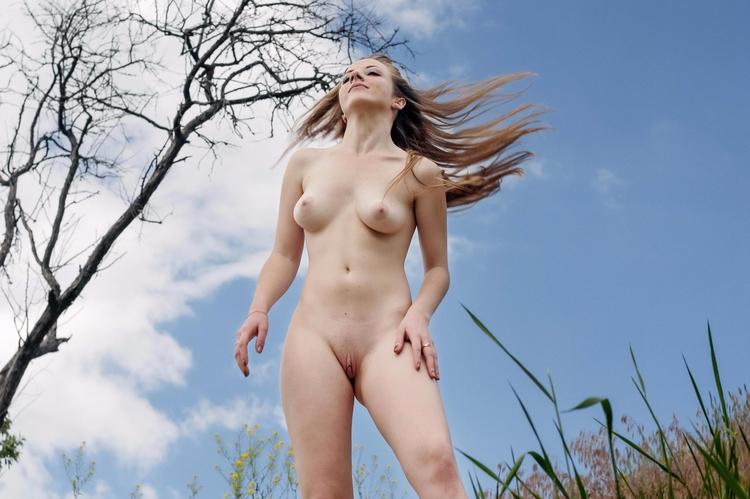 windy day - nudeinnature, nakedoutdoors - sunflower22a | ello