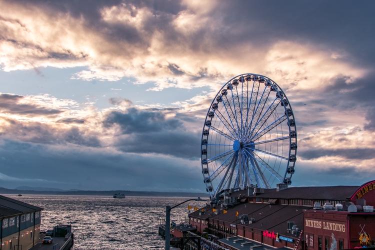 Shot Seattle Great Wheel. photo - liuisj98 | ello