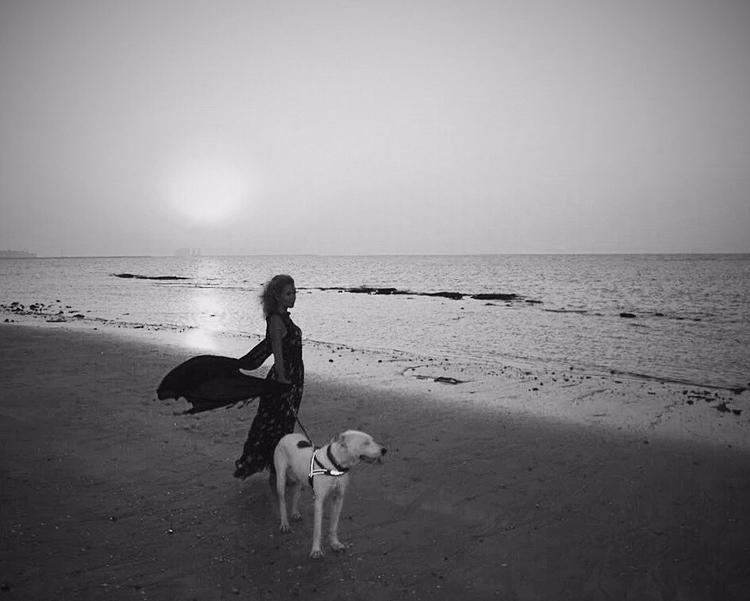 La niña girl, dog wind - sunset - pankunkat | ello