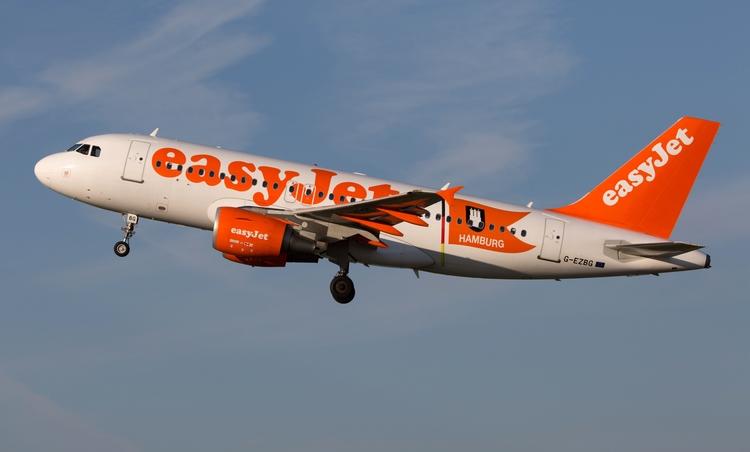 easyJet Airbus A319-111 / Hambu - mathiasdueber | ello