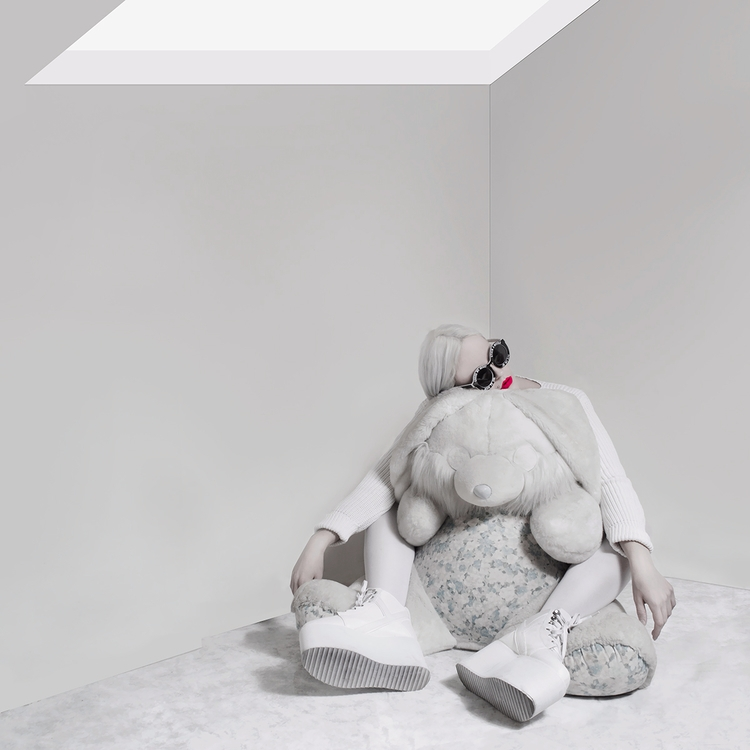 Photographer/Model: Valeria Cho - darkbeautymag | ello