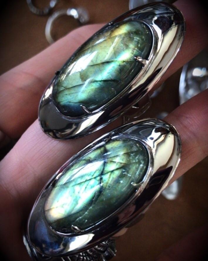 Dragon Scale labradorite greeen - evil_pawn_jewelry | ello