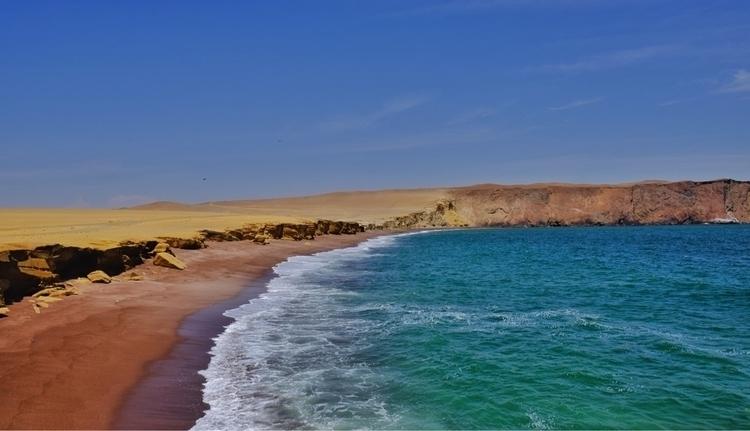 Der rote Strand von Paracas - weltfarben   ello