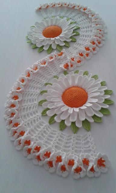loved model crochet table rail  - brunacrochet | ello