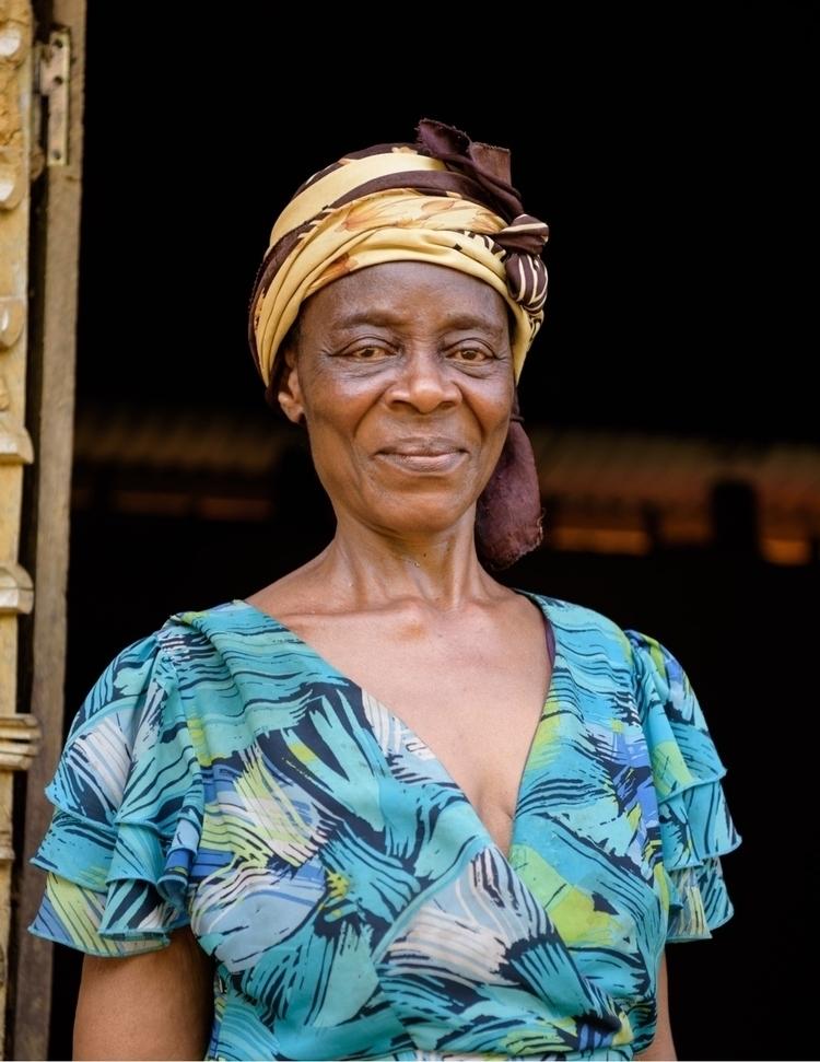 Bassa woman Ngompen village Pou - julien_dju | ello