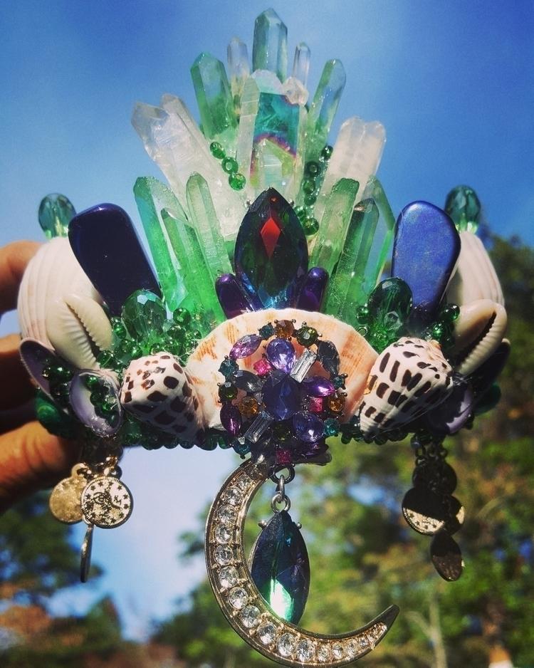 TheJagermeister Aura crystal se - carlajoseashellcrowns | ello