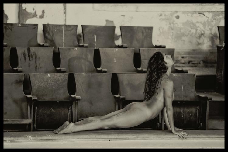 Model: Monique Poses - stevelease | ello