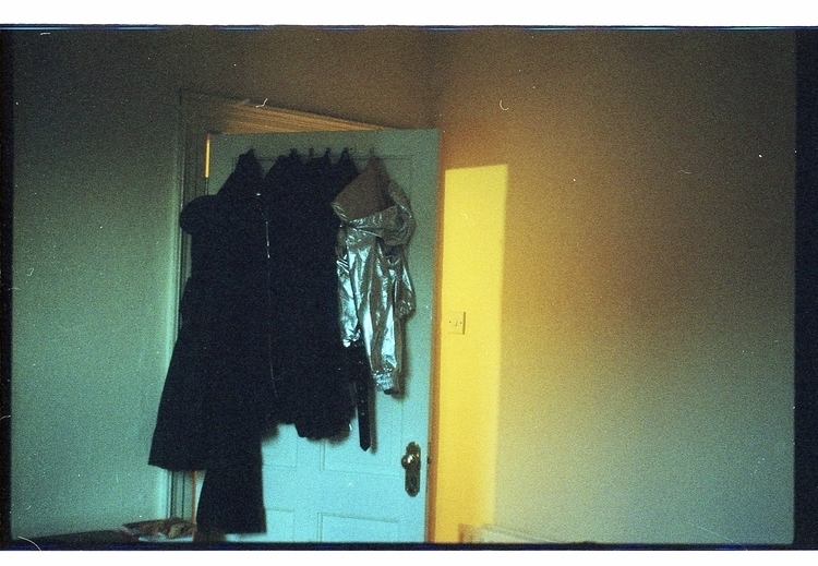 temporary room, light - adrianaariadna | ello