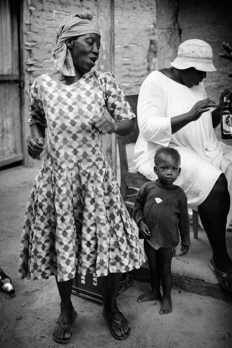 Bassa woman dancing Ngompen vil - julien_dju | ello