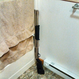 shotgun bathroom?** 29Sep tone  - rickwayne | ello