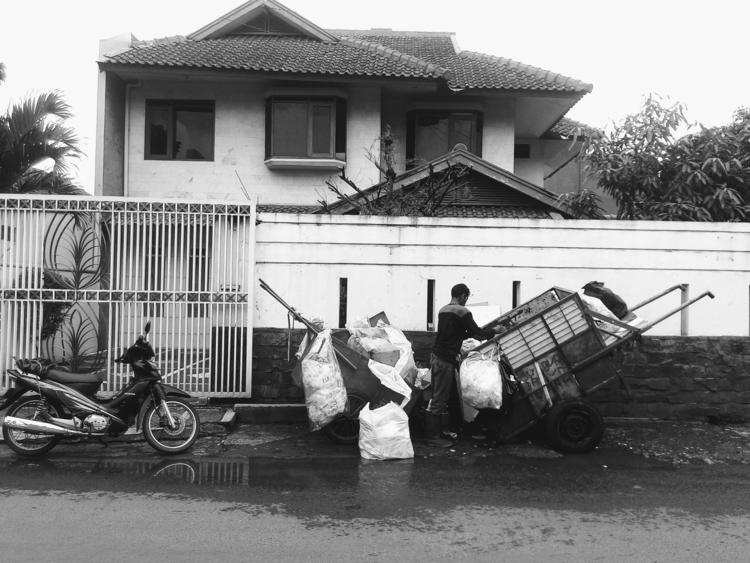 Man, motorcycle, cart - urban, street - ikhlasulamal | ello