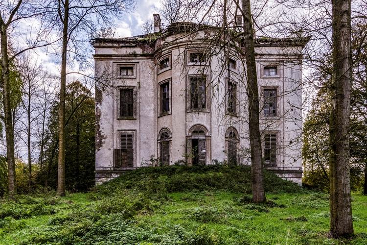 Chateau Abandoned castle - urbex - bramvanderzanden | ello