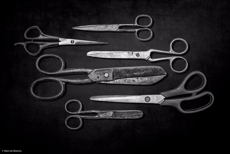 Group scissors dark background - maximy | ello