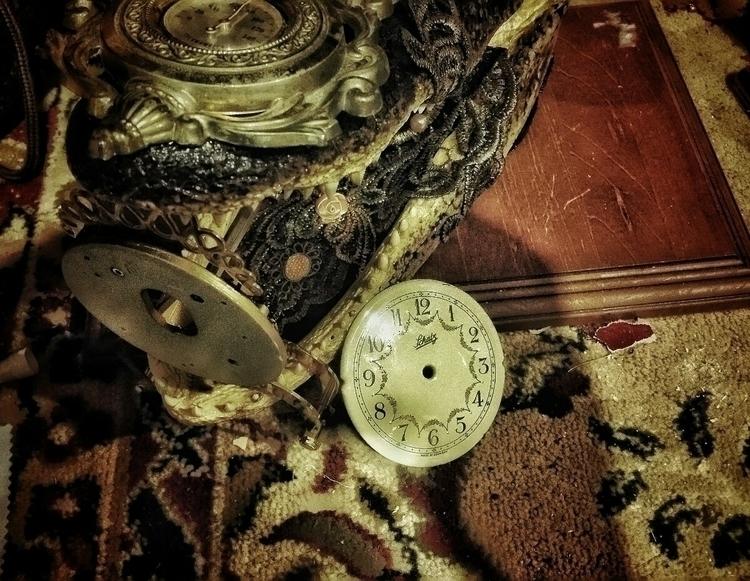 Pretty Lizzy. Alligator clock w - gearsonacid | ello