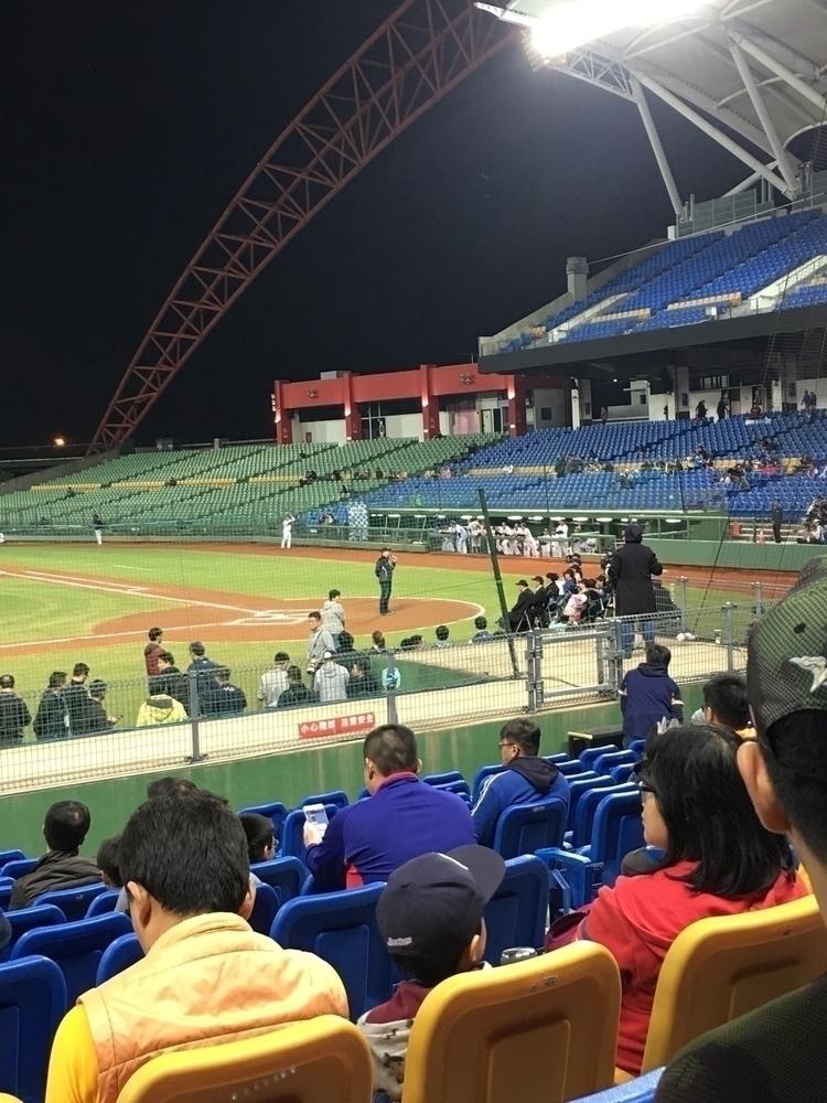 放假看球賽囉!!in台中洲際棒球場 - danny6301   ello