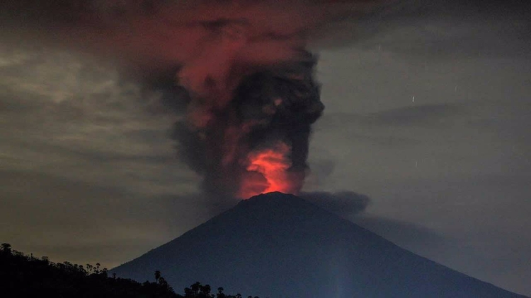 Erupción del volcán Agung podrí - codigooculto | ello