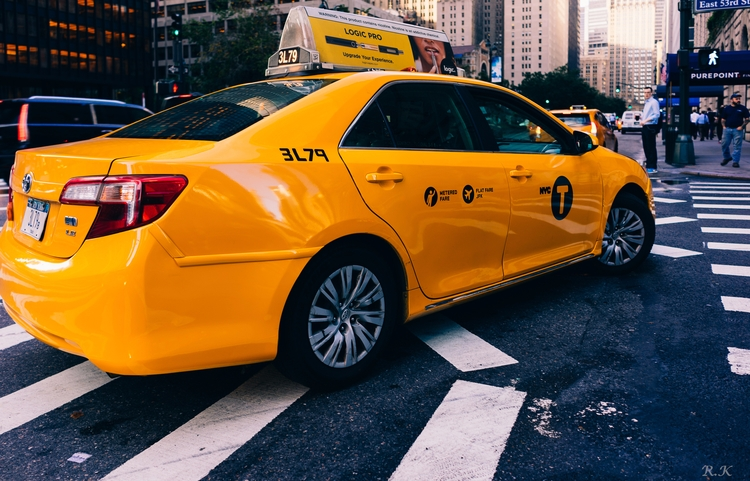 Surrounded yellow, escape - yellowcab - romankphoto | ello
