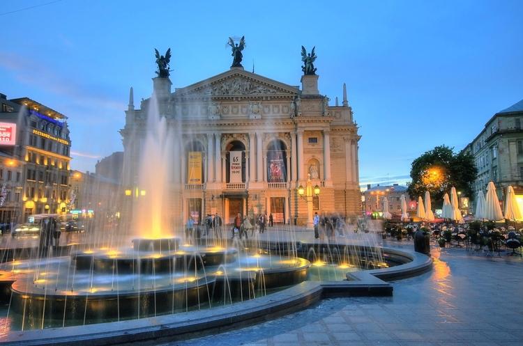 Opera Theater Lviv - szklarska   ello