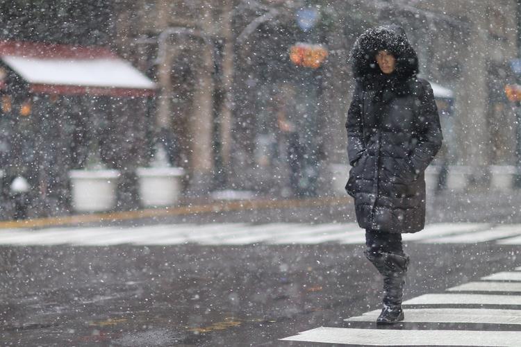 Madison Avenue Snow woman walki - kevinrubin | ello