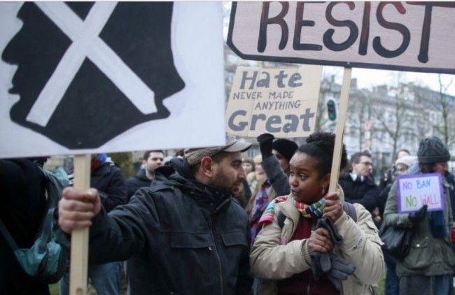 Протест в Париж срещу признаван - suricate-news | ello