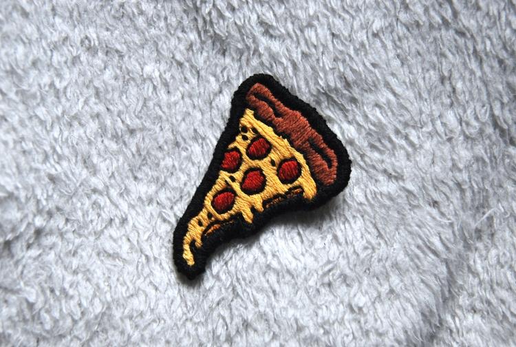 Pizza patch - handembroidery, textile - sienie | ello