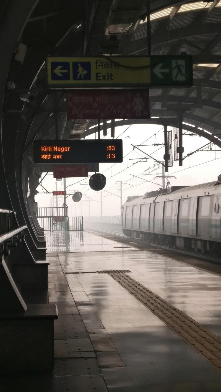 Delhi_metro, Green_line, Fog - sameer_mehta | ello
